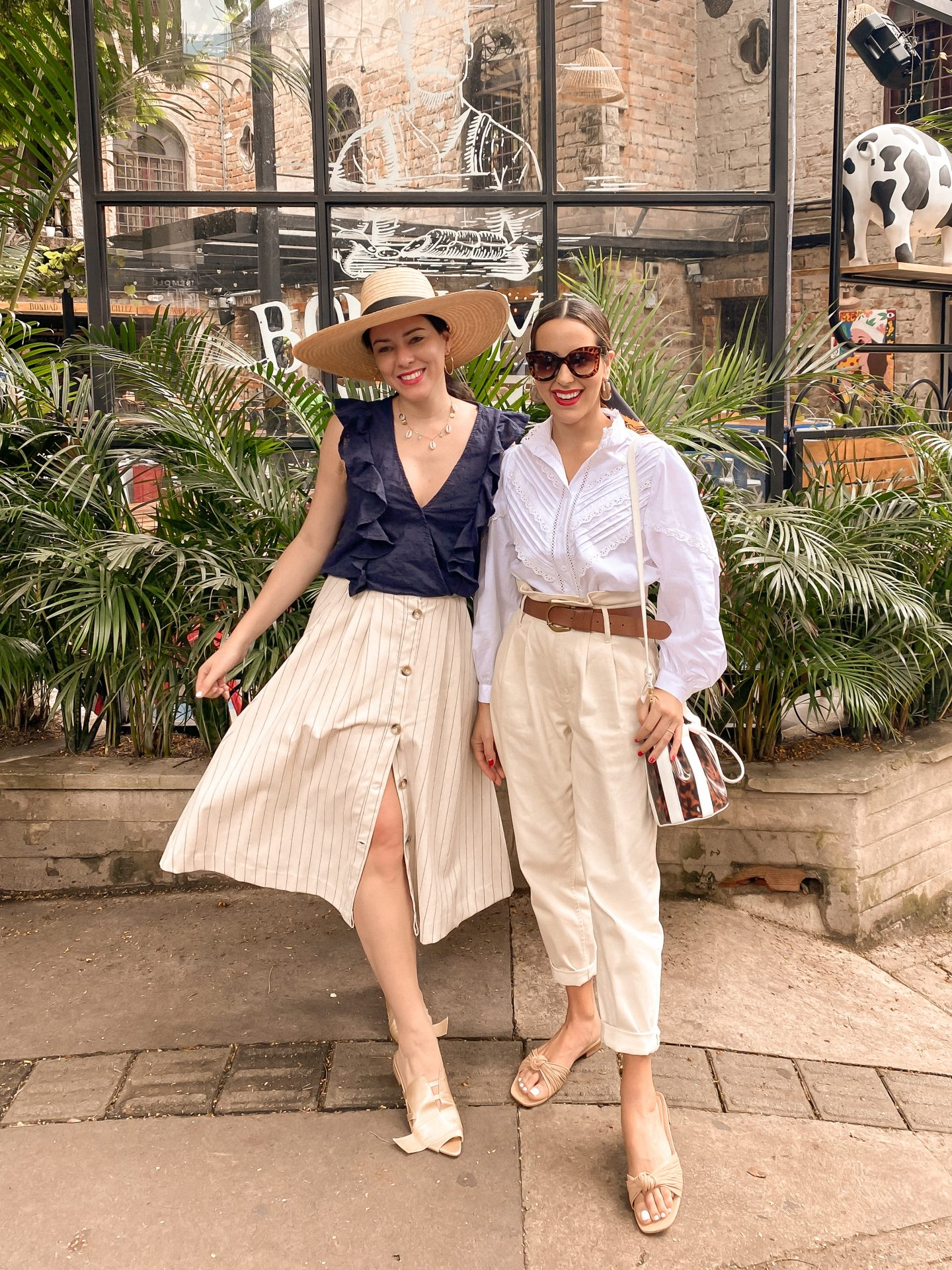 girlfriends travel style in colombia